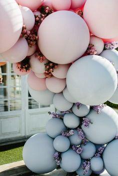 Belle Balloons Wedding Ceremony Arch - New Deko Sites Wedding Balloon Decorations, Wedding Balloons, Decor Wedding, Party Wedding, Wedding Ideas, Ballon Arch, Pastel Balloons, Balloon Installation, Wedding Ceremony Arch