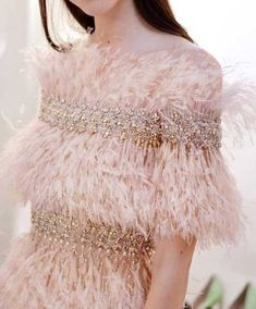 Il mondo é rosa ! The world is pink ! O mundo é rosa ! Couture Fashion, Runway Fashion, High Fashion, Fashion Show, Womens Fashion, Fashion Fashion, Couture Details, Fashion Details, Fashion Design