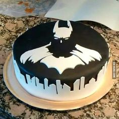Sooooooo I know what kinda cake I want for my 25th birthday lol Batman and Gotham in cake form...Doesn't get better then that.