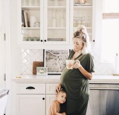 Mommy and Me Photoshoot! Cute Babies, Baby Kids, Bump Style, Family Goals, Baby Outfits, Maternity Fashion, Pregnancy Fashion, Maternity Style, Maternity Photos