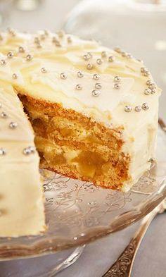 Valkea joulutäytekakku   Maku Finnish Recipes, Cake & Co, Just Eat It, Little Cakes, Sweet Cakes, Desert Recipes, Christmas Baking, Coffee Cake, Diy Food