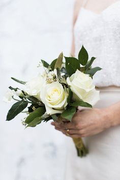 simple ivory bouquet - photo by Julia Elizabeth Photography http://ruffledblog.com/old-charm-new-york-wedding-inspiration
