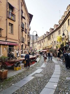 World Of Darkness, Canada, Places To See, Street View, Italy, Landscape, Laundry Hacks, Beautiful, Heart