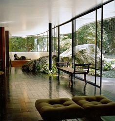 unique interior design The Home of a Legend-Casa das Canoas by Oscar Niemeyer in Rio de Janeiro homesthetics Oscar Niemeyer, Home Interior, Interior Architecture, Interior And Exterior, Zen Design Interior, Beautiful Space, Beautiful Homes, Mid-century Modern, Modern Design
