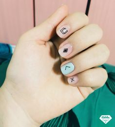 99 Minimal but Beautiful Nails Art Inspiration Ideas for Women Who Likes Simple Look - Aksahin Jewelry Nail Art Cute, Beautiful Nail Art, Gorgeous Nails, Cute Nails, Pretty Nails, Minimalist Nails, Hair And Nails, My Nails, Geometric Nail Art