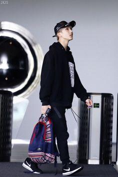 Read 18 from the story boyfriend material 1 [ nct ] ✔️ by deccua (𝖓𝖚𝖒𝖊𝖗𝖔 𝖚𝖓𝖔) with reads. Park Ji-sung, Park Jisung Nct, Na Jaemin, Ji Sung, Fandoms, Entertainment, Aerosmith, Winwin, Taeyong