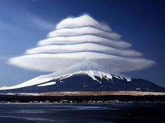 Mount Fuji with strange cloud   富士山