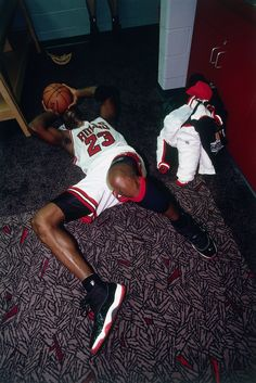 micheal jordan wallpapers goats Behind the iconic moments when Michael Jordan wore the Bred Air Jordan Michael Jordan Pictures, Michael Jordan Photos, Nba Pictures, Basketball Pictures, Nba Players, Basketball Players, Air Jordan 11s, Air Jordan 11 Bred, Phil Jackson