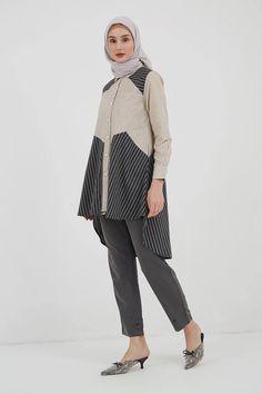 Oemira Stripes Combo Tunic Black Tampil gaya dengan tunic stripe yang cock kamu padankan dengan celana slim fit serta mules dan hijab warna senada. #tunik #tunic #modern #hijabfashion #hijaboutfit #muslimfashion #atasan #bajuatasan #tunicdress #moslemfashion #busanamuslimterbaru #afflink #fashion #trends #ootdhijab #hijabfashioninspiration #baju #tops #muslimtunics Abaya Fashion, Muslim Fashion, Tunics, Normcore, Stripes, Ootd, Black And White, Blouse, My Style