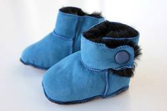 Baby booties Boys Girls First Steps crochet by lefushop on Etsy Leather Baby Shoes, Suede Leather, Newborn Shoes, Crochet Boots, Baby Slippers, Slipper Boots, Crib Shoes, Baby Booties, Blue Shoes
