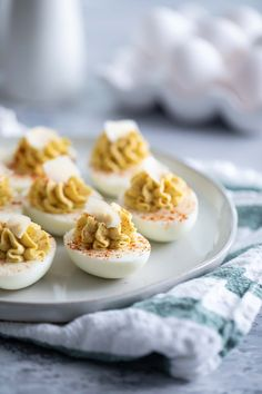 ALL THE THINGS! This Caesar deviled eggs recipe has all of the flavors of that Italian salad, but in a creamy, delicious deviled egg. These are a fun, different appetizer! Finger Food Appetizers, Finger Foods, Appetizer Recipes, Snack Recipes, Best Homemade Pizza, Good Food, Yummy Food, Deviled Eggs Recipe, Egg Recipes