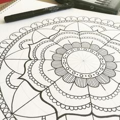 Yes, I'm still on a #mandala kick ☺️ Just a few small details to go on this one... ✌