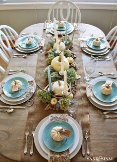 House of Turquoise: Happy Thanksgiving! Thanksgiving Diy, Thanksgiving Table Settings, Thanksgiving Centerpieces, Holiday Tables, Thanksgiving Pictures, Christmas Tables, Christmas Gifts, Thanksgiving Invitation, Thanksgiving Celebration