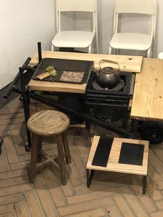 ギャルリ百草 2019 中国茶のこころ展 How To Make Tea, Tea Ceremony, Drafting Desk, Utensils, Table, Furniture, Home Decor, Decoration Home, Room Decor