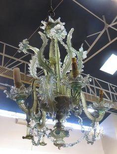 Lustre en verre coloré de Murano à décors de fleurs et feuillages