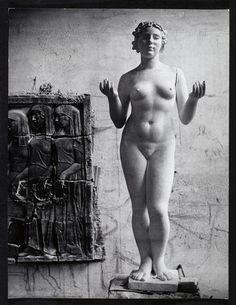 """L'une des """"Trois Nymphes"""", oeuvre d'Aristide Maillol (1914) - Studio de l'artiste à Marly-le-Roi studio of French artist Aristide Maillol (1861-1944). Photographie de Brassaï."""