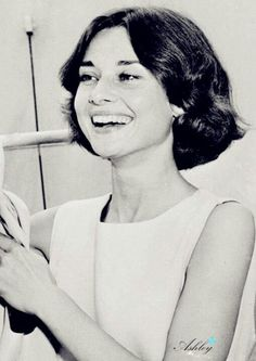 Audrey Hepburn. beautiful smile!