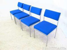 Een set van 4 stalen / stoffen stoelen (blauw) - Prijs: € 50,00
