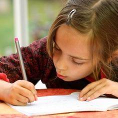 Diese 8 Tipps und mein Bewertungsraster, helfen Ihnen dabei durch häusliches Training die Aufsätze ihres Kindes zu verbessern. Hier erfahren Sie mehr dazu… Dear Diary, Thoughts And Feelings, In Writing, Motivation, Arm Warmers, First Love, Coaching, Blog, Kids