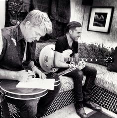 Josh Homme e Michael Shuman Queens of the Stone Age