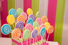 Lovely Lollipop Cookies (For candy land party) Lollipop Party, Lollipop Cookies, Lollipop Birthday, Birthday Cookies, 3rd Birthday Parties, Sugar Cookies, Candy Themed Party, Candy Land Theme, Candy Land Party