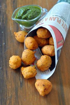 Moong Dal Ladoo/Pakodi Moong Dal Ladoo/pakora, a very popular street food of Delhi, served with grated radish & chutneys this tops my list of 5 street food of delhi. Here is a recipe to help you make it at home Mumbai Street Food, Best Street Food, Indian Street Food, Pakora Recipes, Chaat Recipe, Kulfi Recipe, Indian Snacks, Indian Food Recipes, Indian Breads
