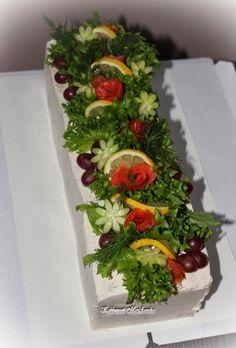 Kakkupuoti MariAnnika: Kalavoileipäkakku Veggie Cakes, Salad Cake, Queens Food, Sandwich Cake, Party Trays, Just Eat It, Food Decoration, Fruit And Veg, Savoury Cake