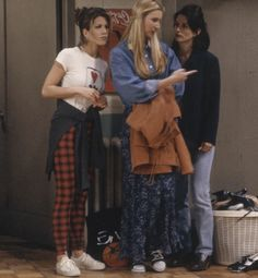 Friends - 'The One with the Fake Monica' Episode 21 We get to see the outfit at…