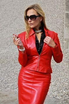 Woman in red leather dress Long Leather Skirt, Red Leather Dress, Black Leather Pencil Skirt, Leather Dresses, Leder Outfits, Lady, Leather Fashion, Pretty Outfits, Skirt Outfits