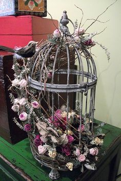 The bird cage is equally a property for your birds and a decorative tool. You can select whatever you need on the list of bird cage models and get far more special images. Bird Cage Centerpiece, Table Centerpieces, Deco Floral, Floral Design, Silk Flowers, Dried Flowers, Decoration Plante, Dried Flower Arrangements, Bird Sculpture