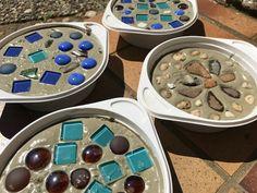 DIY Trittsteine aus Beton mit Mosaik für den Garten - Die Trittsteine trocknen