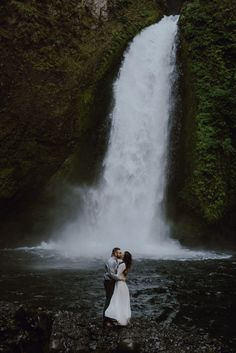 Waterfall adventure elopement at Wahclella Falls by Catalina Jean Photography