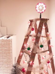 이미지 출처 http://designformankind.com/images/2010/12/christmas-tree-ladder2-412x556.jpg