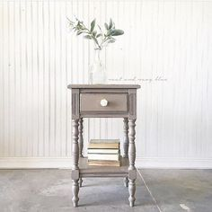 Loving this little side table painted in Gable by McKenna @neatandnavyblue! It's a super sweet greige we just adore!!   #oldbarnmilkpaint #milkpaint #organicpaint #pure #natural #lovely #simplestyling #simpledecor #paintedfurniture