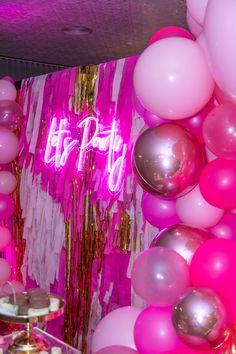 23 Ideas neon birthday party for 2020 Neon Birthday, Birthday Goals, 23rd Birthday, 13th Birthday Parties, Birthday Party For Teens, Birthday Party Decorations, 21st Birthday Themes, 21 Birthday Sign, Birthday Outfits