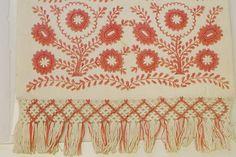 Järvsösöm, broderier ur Handarbetets Vänners samlingar. Foto av Alicia Sivertsson. Traditional Swedish embroidery, photo by Alicia Sivertsson.