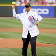 Ernie Banks throwing out a first pitch in 2010.