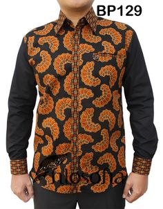 Batik katun printing Tall Men Fashion, African Print Fashion, Fashion Prints, African Attire, African Wear, African Dress, Bodo, African Shirts For Men, Batik Fashion