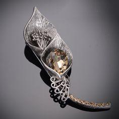 Umelecká ručne brúsená a leptaná brošňa - bouquet