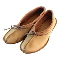 Tracy Guild has these. Women's Moosehide Ballerina Slippers with Stronger Sole Ballet Fashion, Fashion Flats, Ballerina Slippers, Ballet Flats, Sheep Leather, Tooled Leather, Leather Moccasins, Leather Shoes, Earth Shoes