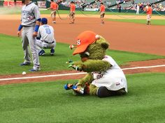 Astros' mascot Orbit found miniature doll versions of himself and Jose Bautista and began playing with them on the field. Watch it all go down here!