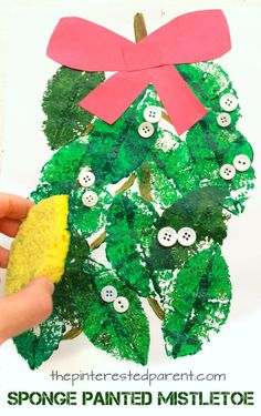 Mistletoe sponge leaf painting - Christmas and winter arts and crafts for kids and preschoolers. Preschool Christmas Crafts, Preschool Arts And Crafts, Christmas Crafts For Toddlers, Christmas Crafts For Kids To Make, Spring Crafts For Kids, Kids Christmas, Kindergarten Christmas, Christmas Plants, Daycare Crafts