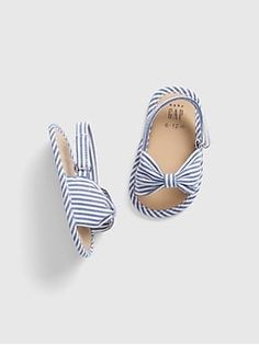 Shop Gap for darling baby girl shoes. Our shoes for baby girls are perfect for every occasion. Choose from baby girl sandals, booties, and many other styles. Cute Baby Shoes, Baby Girl Shoes, Baby Girl Dresses, Baby Girls, Baby Gap Girl, Toddler Girls, Baby Baby, Toddler Shoes, Kid Shoes