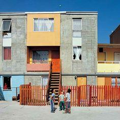 Quinta Monroy é um prédio criado para uma comunidade que vivia ilegalmente no local. Com o projeto, Aravena ganhou o Leão de Prata para um Jovem e Promissor Arquiteto na Bienal de Veneza de 2008 (Foto: reprodução / Cristobal Palma)
