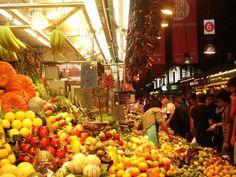 El Mercado de la #BoquerIa es uno de los mercados de #Barcelona más concurridos al ubicarse en La Rambla. http://www.viajarabarcelona.org/lugares-para-visitar-en-barcelona/mercado-de-la-boqueria/ #turismo #Catalunya