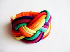 Upcycled rainbow bracelet colors for por cirrhopp en Etsy
