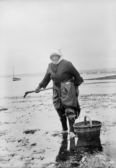 Cockle Woman, Exmouth, Devon - National Maritime Museum