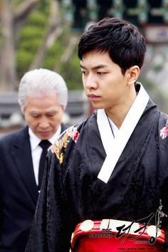 Lee seung gi as King jae ha: i love how his character evolved from zero to hero in this mentally draining drama :)