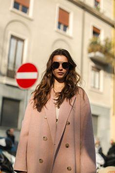 Milano Fashion Week i look off duty delle modelle Ootd Fashion, Daily Fashion, Paris Fashion, Fashion Models, Street Fashion, Model Street Style, Casual Street Style, Models Style, Model Poses Photography