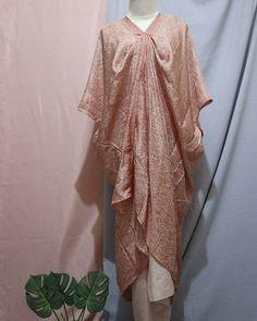 Kode pesanan : Nayla set 001 tnif  rok siap lilit doby (udah ada tali)  kaftan bahan viscose semi sutera . all size ( ukuran rok 2x1m atasan fit S-XXXL) lengan 3/4 . . . . CP  LINE @bebatikanjogja (pakai '@')  WA 081904019099 (slow response)  Toko Baju Batik Modern | www.bebatikanjogja.com Kebaya Hijab, Kebaya Dress, Hijab Dress, Dress Brokat Muslim, Kebaya Muslim, Kaftan Batik, Batik Dress, Traditional Fashion, Traditional Dresses